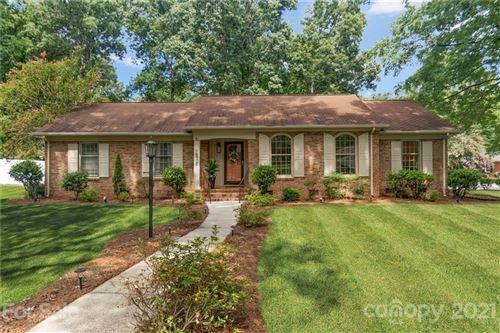 Photo of 6900 Knightswood Drive, Charlotte, NC 28226-7608 (MLS # 3762685)