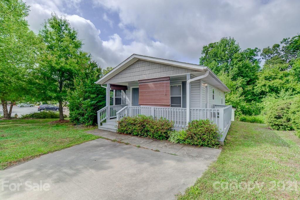Photo of 484 King Creek Boulevard, Hendersonville, NC 28792-4844 (MLS # 3747713)