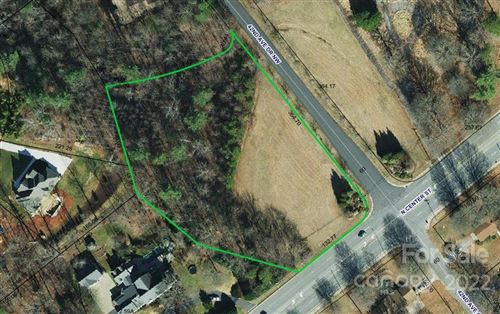 Photo of 63 42nd Avenue Drive NW, Hickory, NC 28601 (MLS # 3713843)