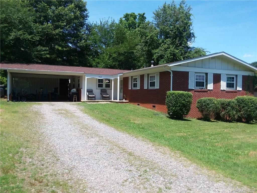 Photo for 713 Brookdale Drive, Statesville, NC 28677-3405 (MLS # 3411850)
