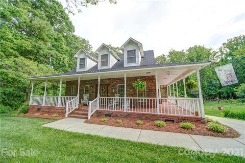 Photo of 6924 Pleasant Oaks Circle, Charlotte, NC 28216-1335 (MLS # 3738965)