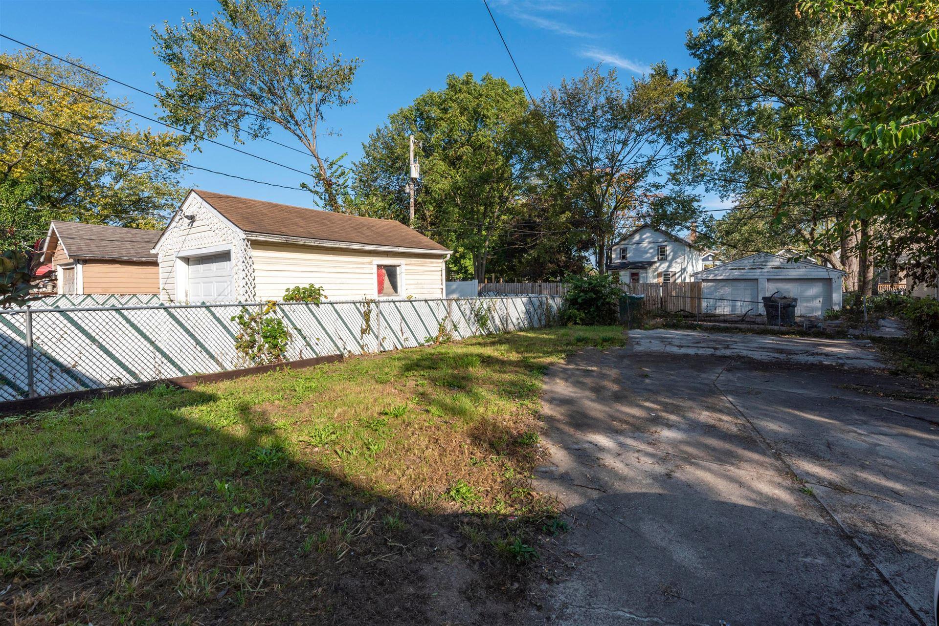 Photo of 1410 E Blake Avenue, Columbus, OH 43211 (MLS # 221041001)