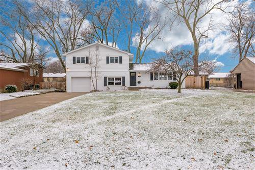 Photo of 2711 Mount Holyoke Road, Upper Arlington, OH 43221 (MLS # 221000044)