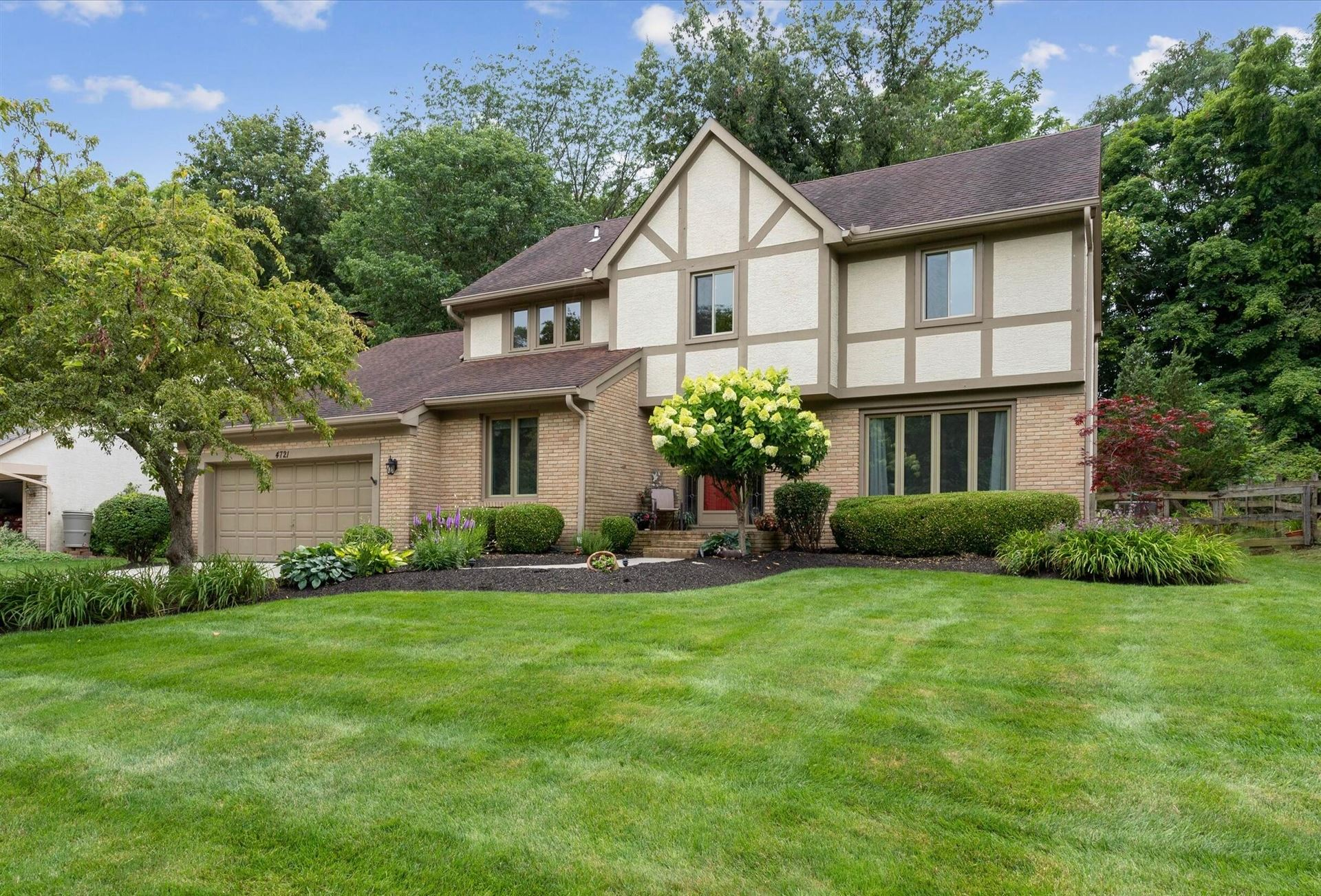 Photo of 4721 Donegal Cliffs Drive, Dublin, OH 43017 (MLS # 221028059)