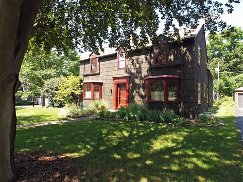 Photo of 162 W Cooke Road, Columbus, OH 43214 (MLS # 221035063)