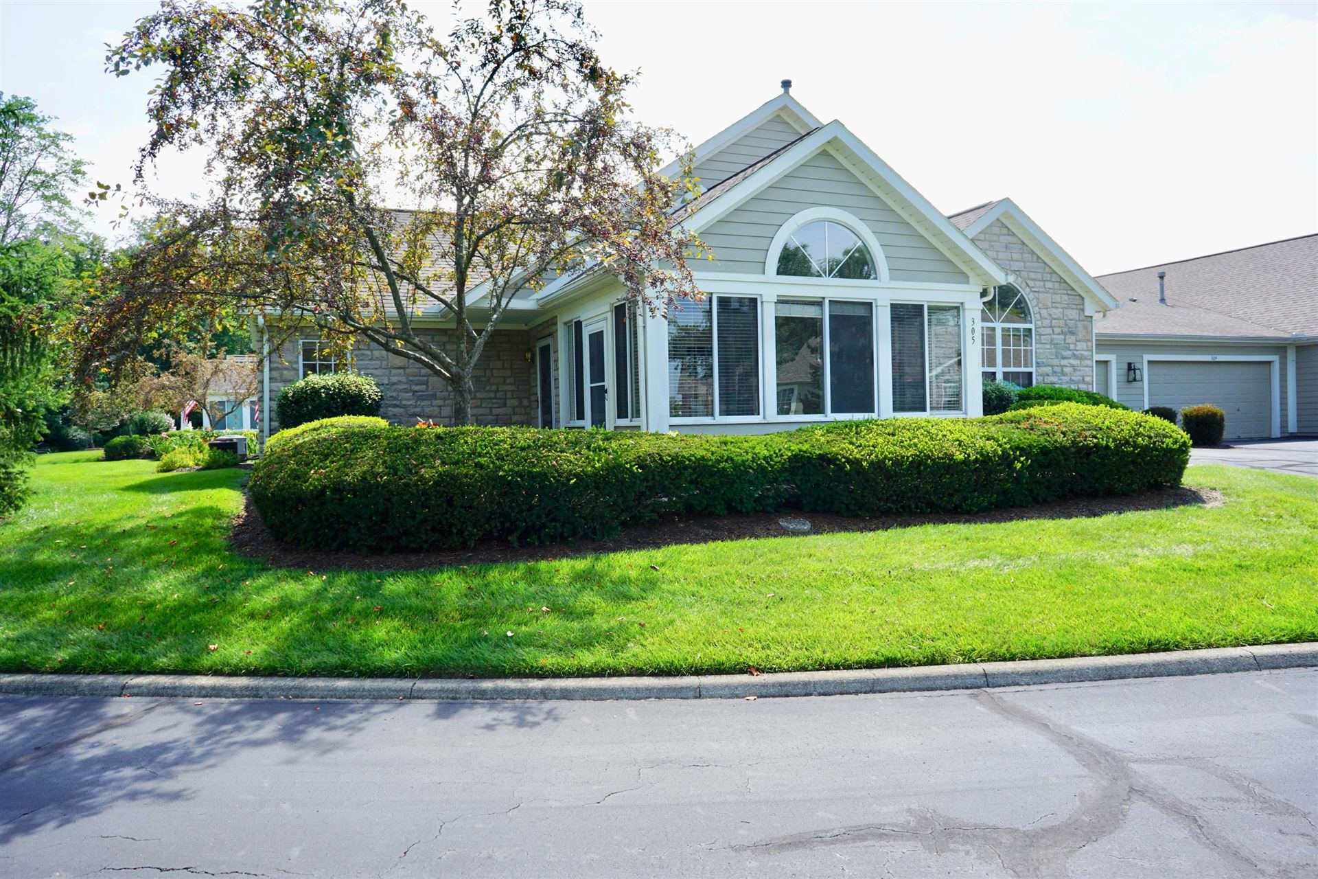 Photo of 305 Park Woods Lane, Powell, OH 43065 (MLS # 221028087)