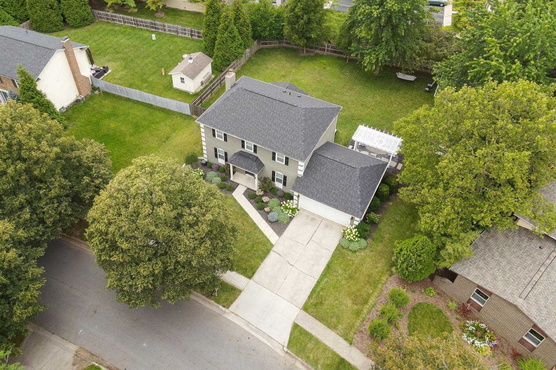 Photo of 2552 Slateshire Drive, Dublin, OH 43016 (MLS # 221028092)