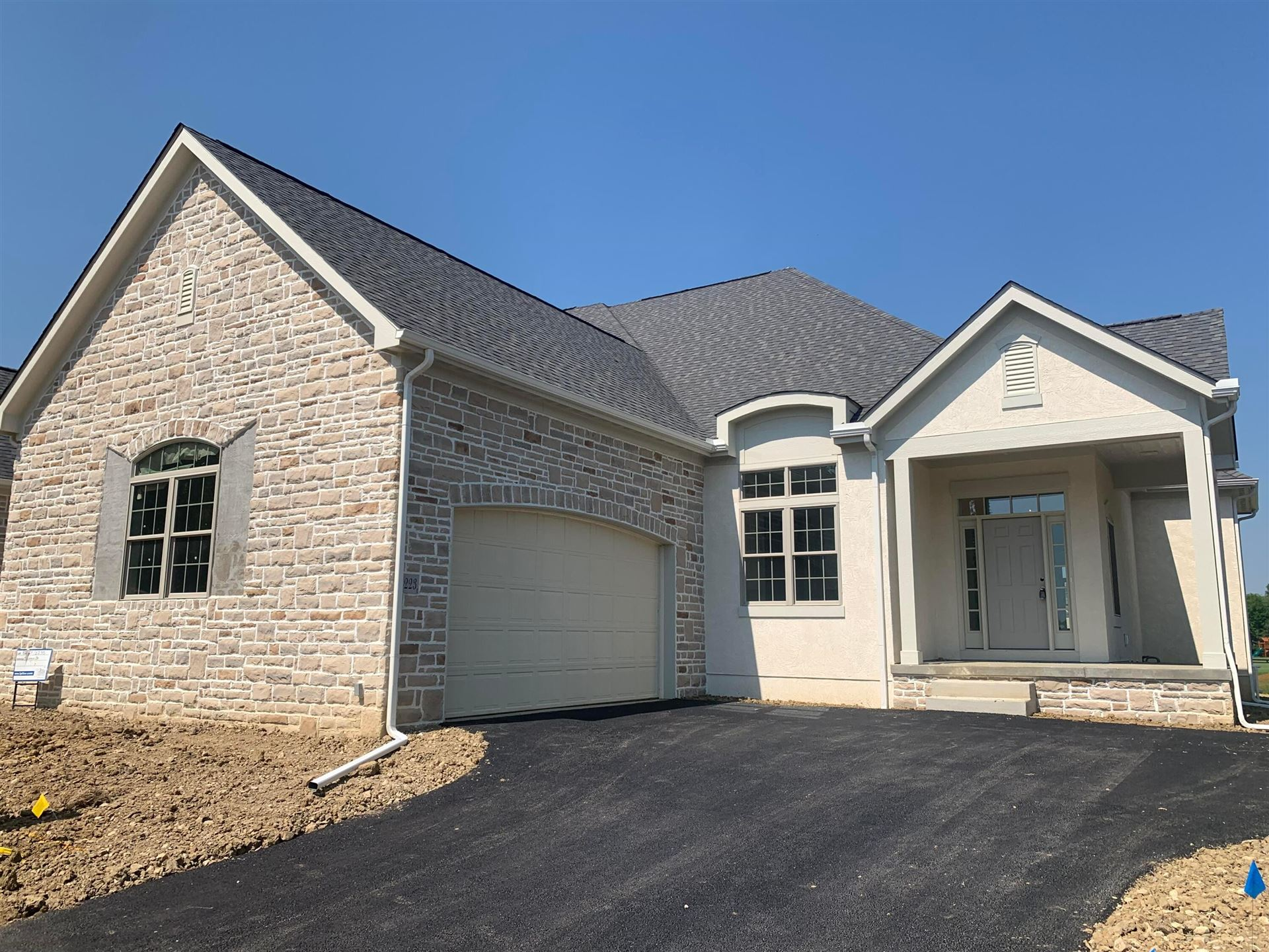 Photo of 8223 Dolman Drive, Powell, OH 43065 (MLS # 221005118)