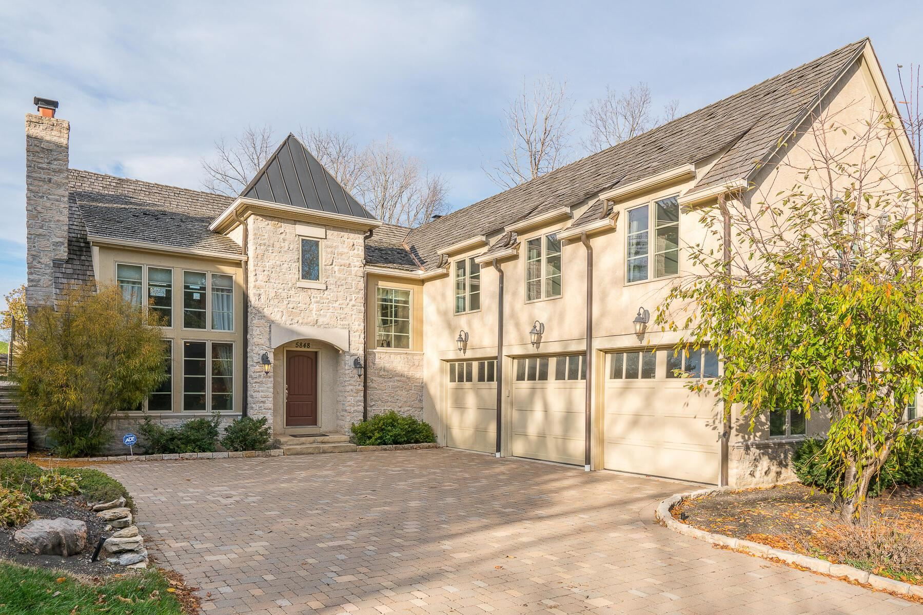 Photo of 5848 Leven Links Court, Dublin, OH 43017 (MLS # 221005185)