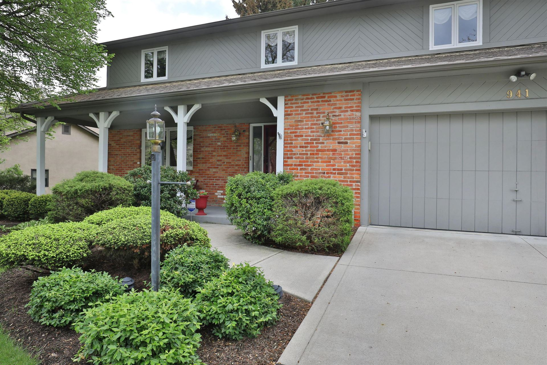Photo of 941 Macgregor Avenue, Worthington, OH 43085 (MLS # 221014254)