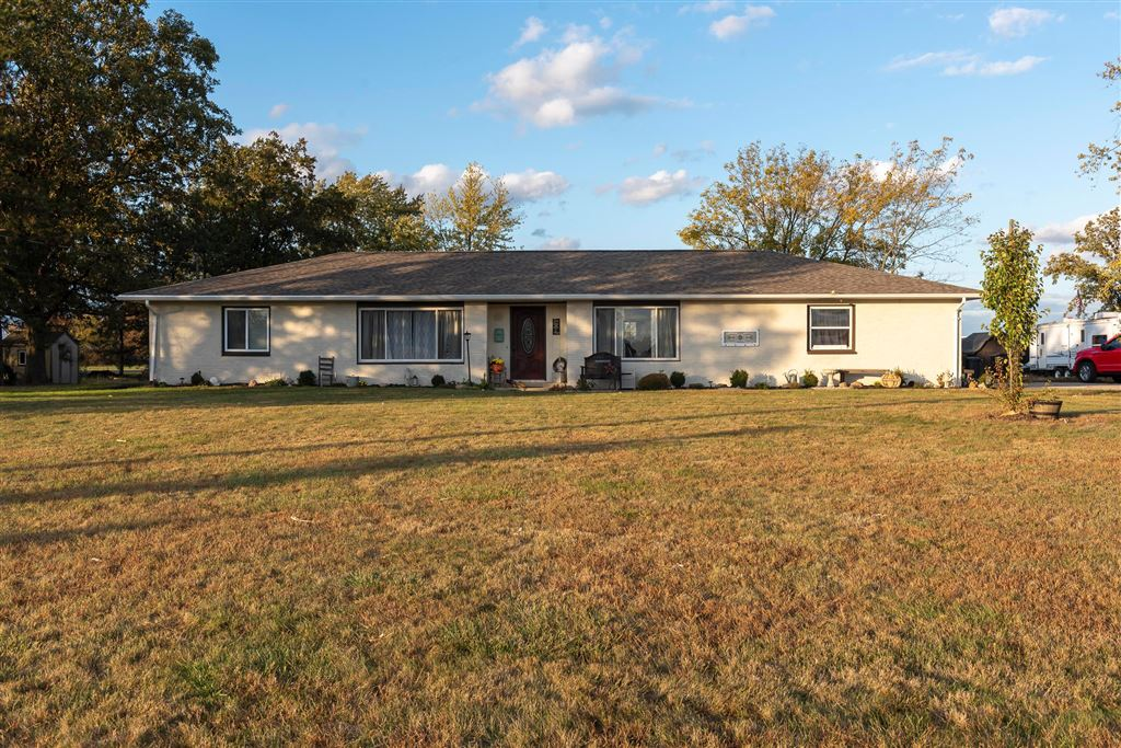 Photo for 309 Simpson Road, London, OH 43140 (MLS # 219040264)