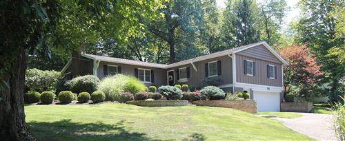 Photo of 2 Sunset Hill, Granville, OH 43023 (MLS # 220030276)
