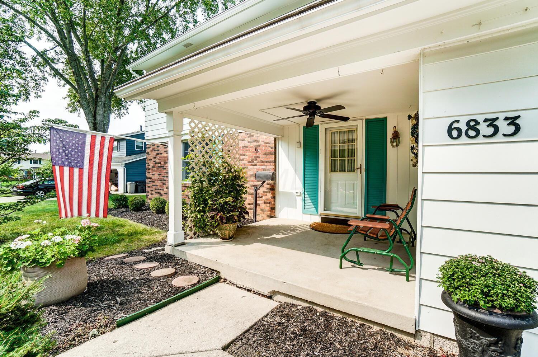 Photo of 6833 Abbot Place, Worthington, OH 43085 (MLS # 221036310)