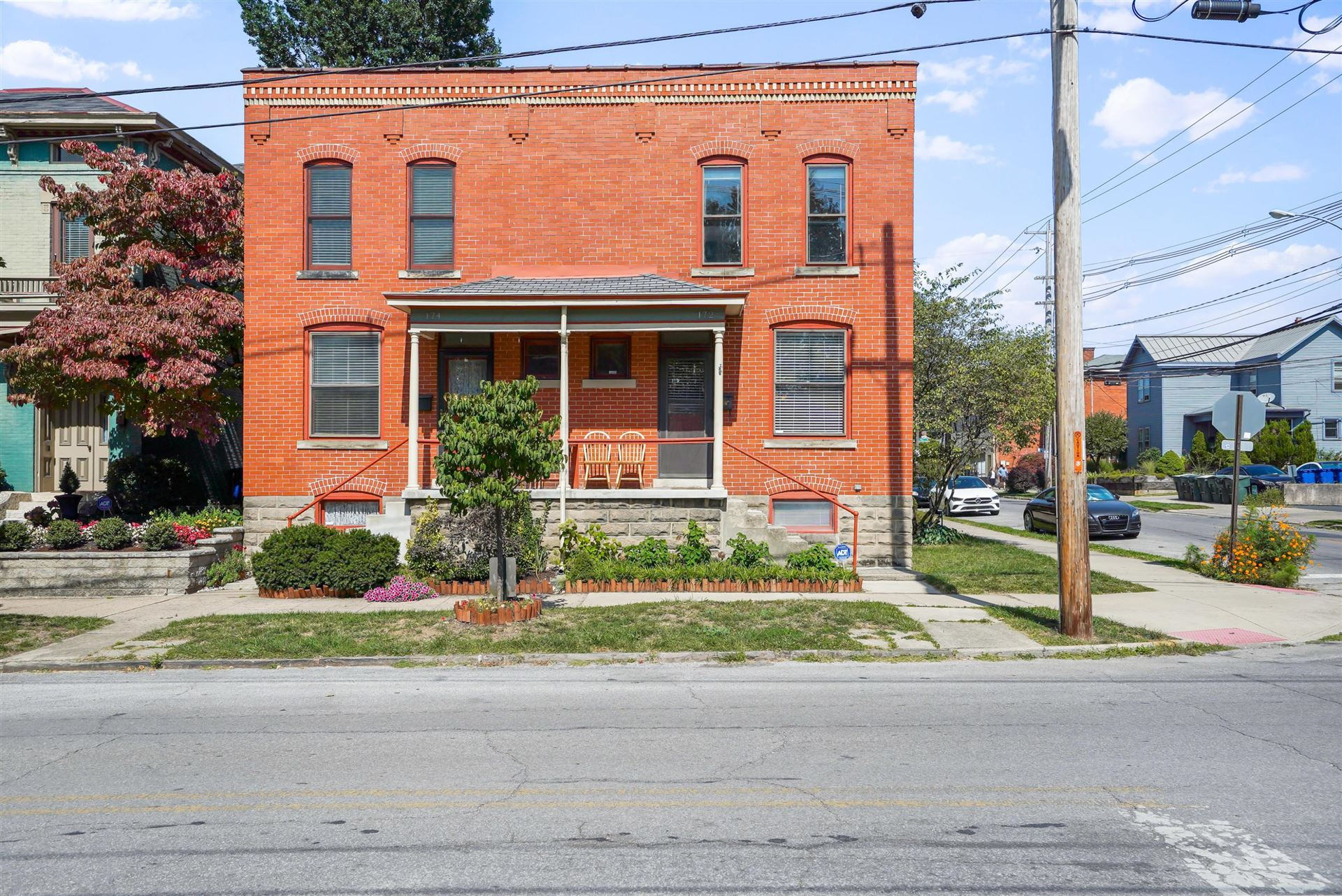 Photo for 172 W 1st Avenue, Columbus, OH 43201 (MLS # 220034324)