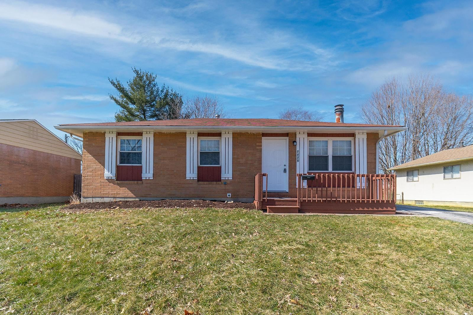 Photo for 1875 Stetson Road, Columbus, OH 43232 (MLS # 221006331)