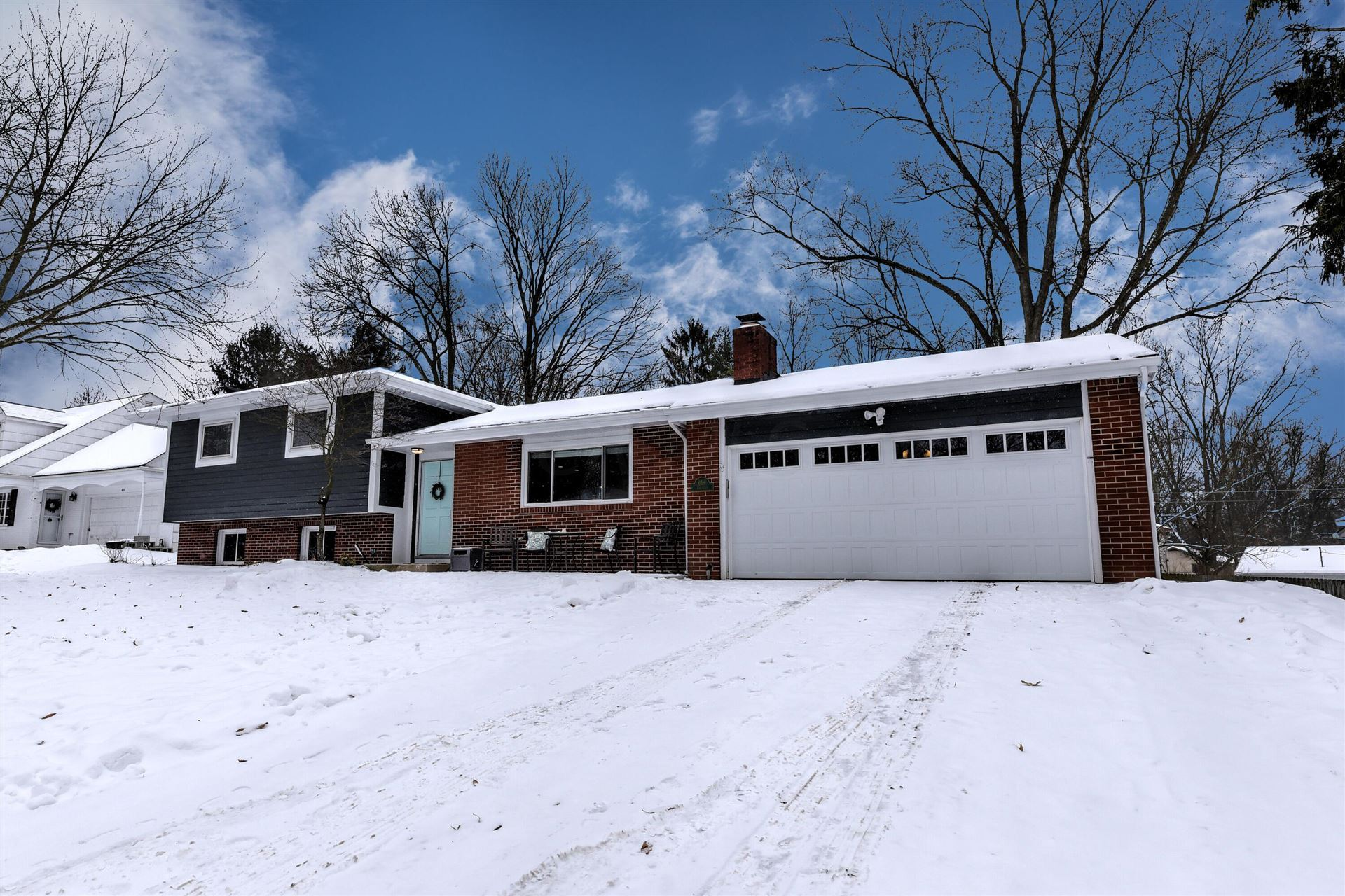 Photo of 658 Farrington Drive, Worthington, OH 43085 (MLS # 221004359)