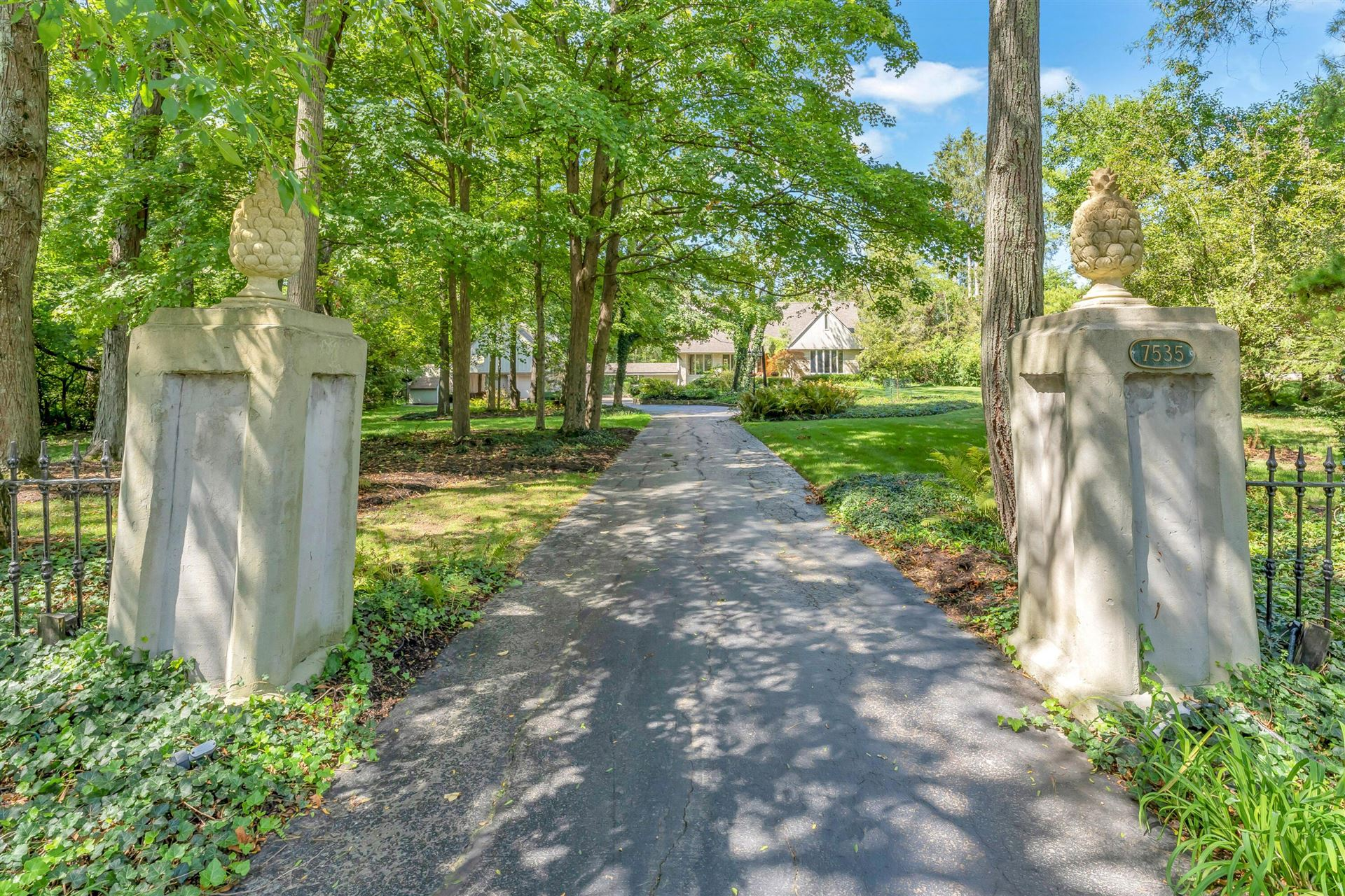 Photo of 7535 Bellaire Avenue, Dublin, OH 43017 (MLS # 221035360)