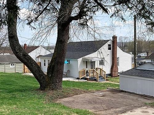 Tiny photo for 566 Garfield Avenue, Newark, OH 43055 (MLS # 221010406)