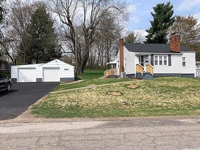 Photo for 566 Garfield Avenue, Newark, OH 43055 (MLS # 221010406)