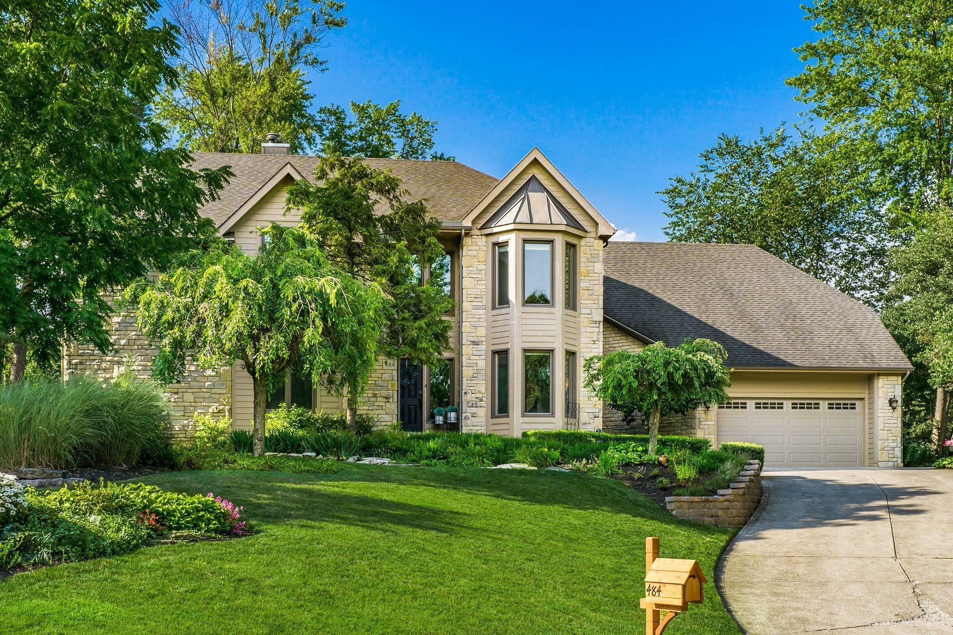 Photo for 484 Old Mill Drive, Columbus, OH 43230 (MLS # 221025409)
