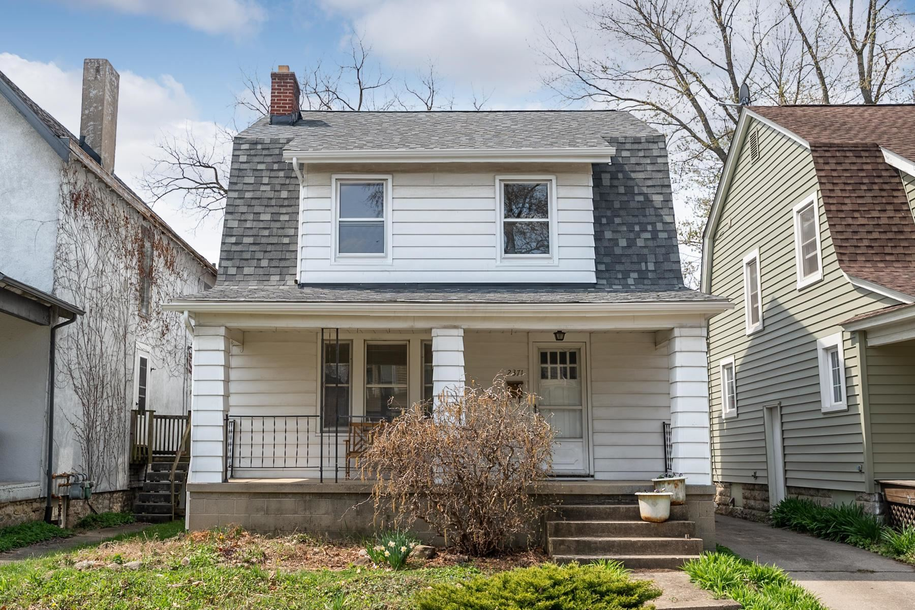 Photo for 2371 Indiana Avenue, Columbus, OH 43202 (MLS # 221010417)
