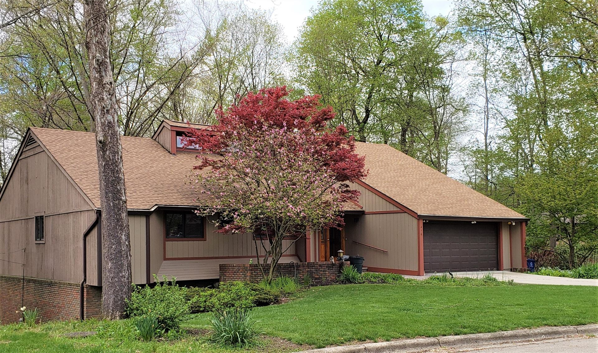 414 Village Drive, Columbus, OH 43214 - MLS#: 220013435