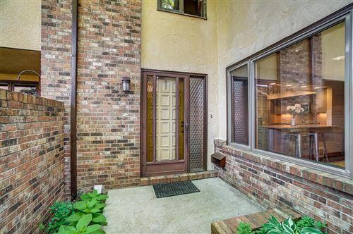 Photo of 2426 Sherwood Villa, Upper Arlington, OH 43221 (MLS # 221020486)