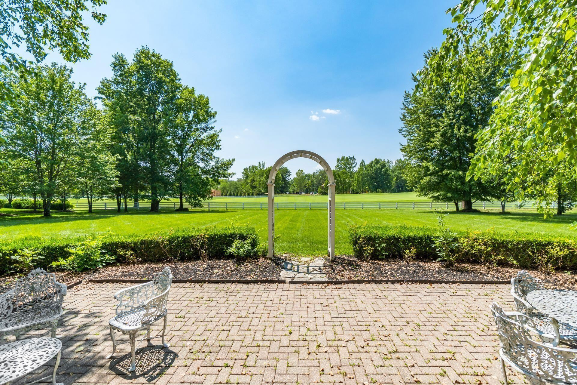 Photo of 6890 Chiswick Court, New Albany, OH 43054 (MLS # 221028501)