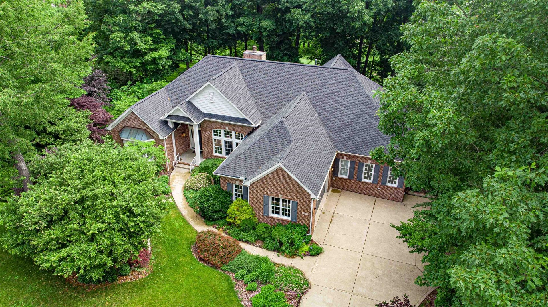 Photo for 355 Bryn Du Drive, Granville, OH 43023 (MLS # 221020575)