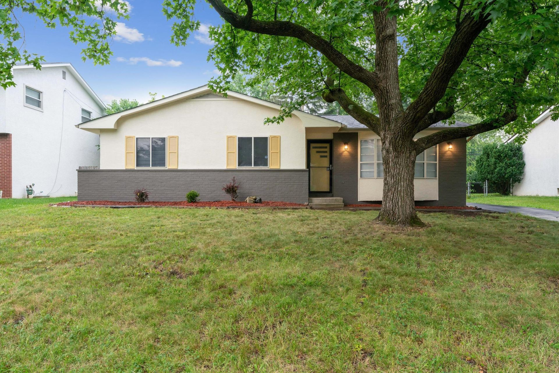 Photo for 1314 Ironwood Drive, Columbus, OH 43229 (MLS # 221029576)