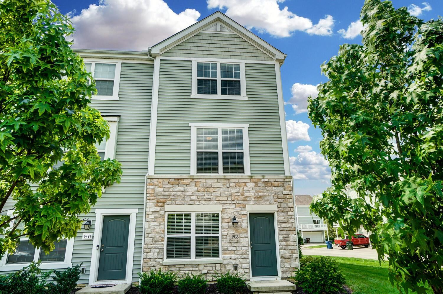 Photo for 5935 Winberry Creek Drive, Dublin, OH 43016 (MLS # 221029579)