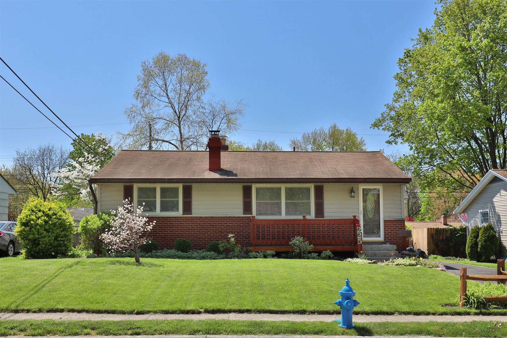 Photo of 225 E Clearview Avenue, Worthington, OH 43085 (MLS # 221013584)