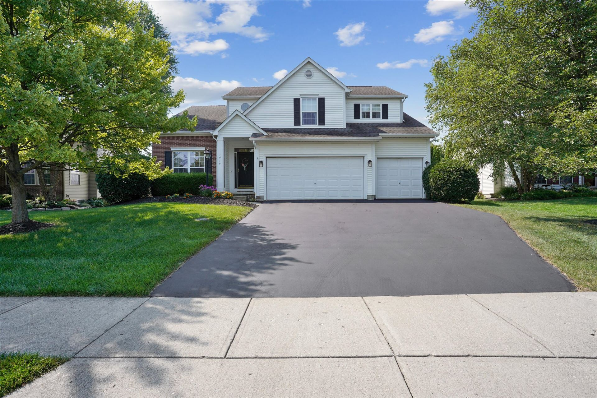 Photo for 1616 Aniko Avenue, Lewis Center, OH 43035 (MLS # 221029588)