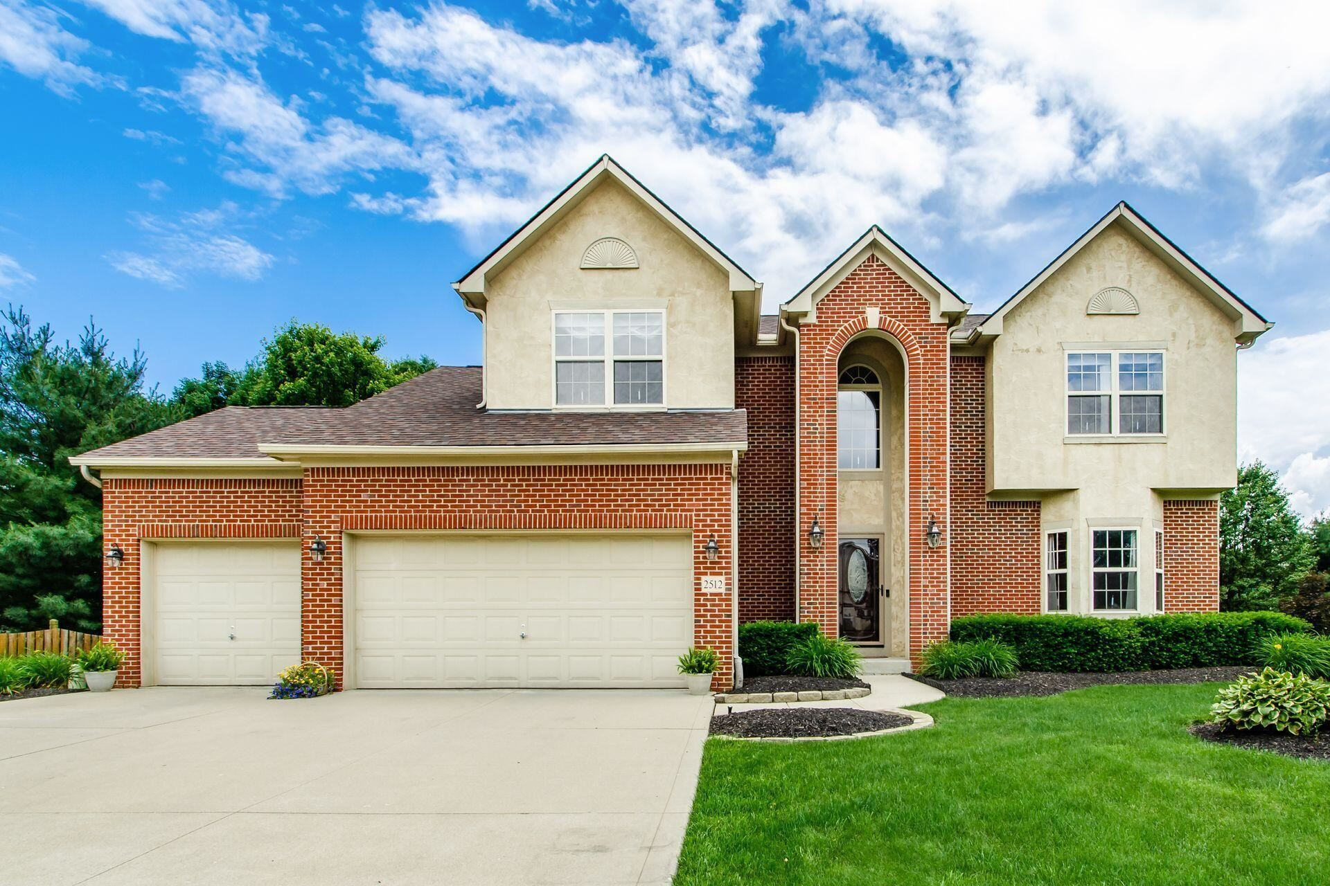 Photo for 2512 Maxwell Avenue, Lewis Center, OH 43035 (MLS # 221020617)