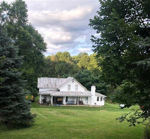 Photo of 11968 Fallsburg Road, Frazeysburg, OH 43822 (MLS # 221029625)