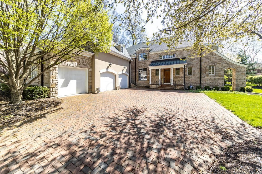 Photo for 7845 Calverton Square, New Albany, OH 43054 (MLS # 221011679)