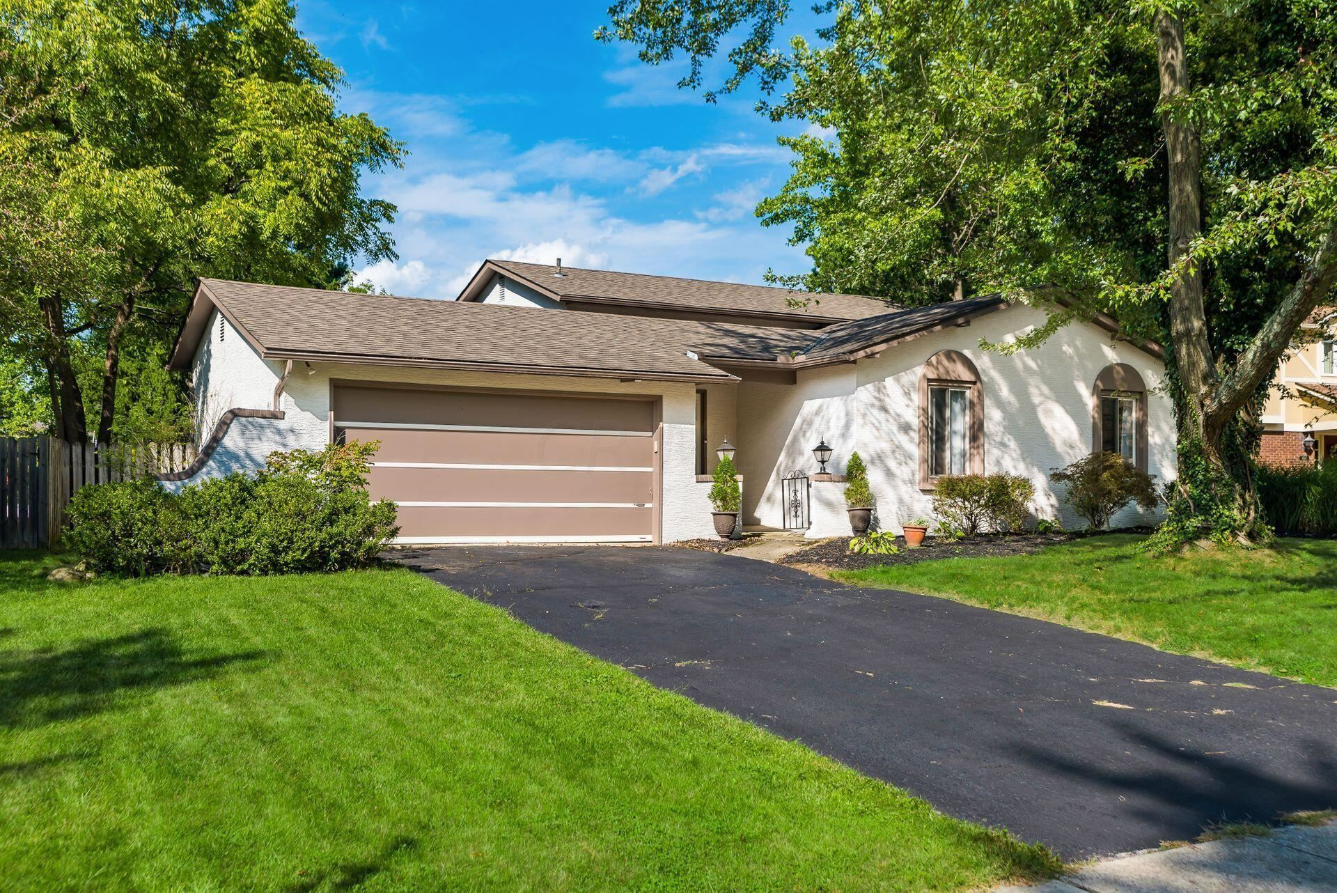Photo of 1012 Autumn Lake Court, Westerville, OH 43081 (MLS # 221036716)