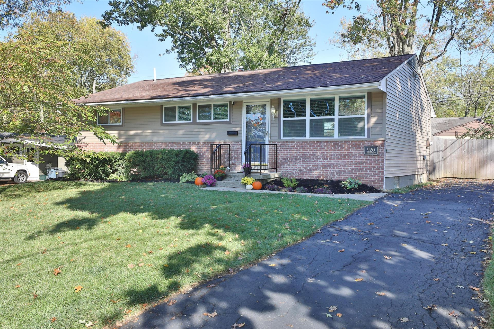 Photo of 220 E Clearview Avenue, Worthington, OH 43085 (MLS # 220036832)