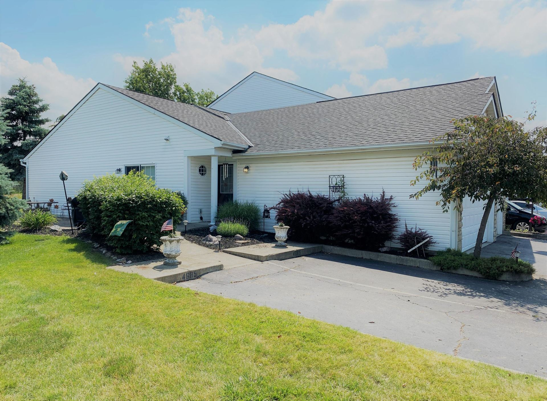 Photo for 4685 Hobson Drive #5A, Columbus, OH 43228 (MLS # 221020862)