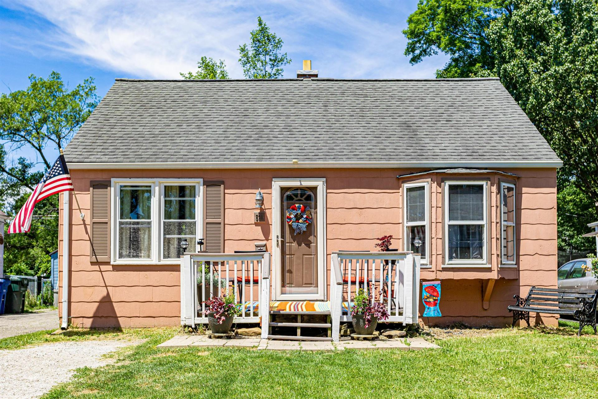 Photo for 591 S Waverly Street, Columbus, OH 43213 (MLS # 221020866)