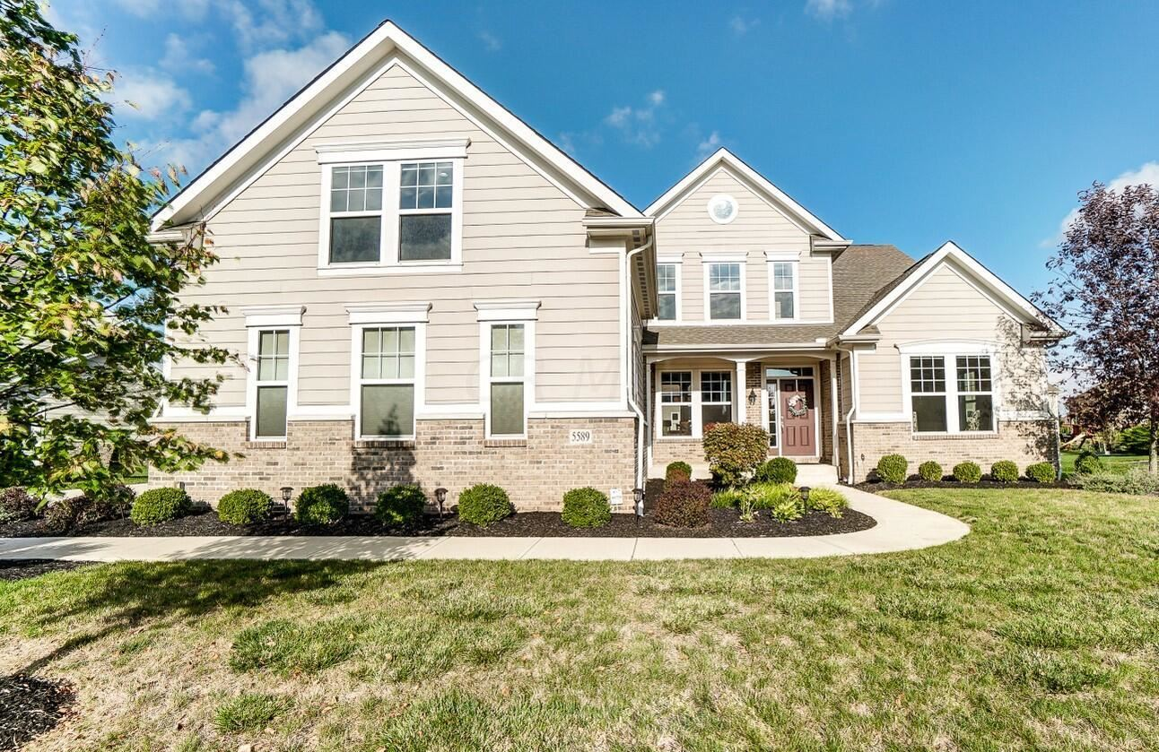 Photo of 5589 Newtonmore Place, Dublin, OH 43016 (MLS # 221040887)