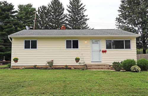 Photo of 1140 Roundelay Road E, Reynoldsburg, OH 43068 (MLS # 220031918)