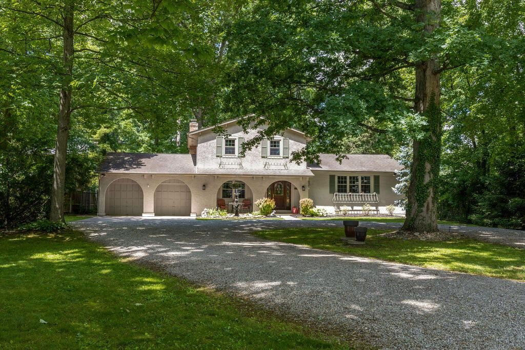 Photo of 921 S Hempstead Road, Westerville, OH 43081 (MLS # 221021919)