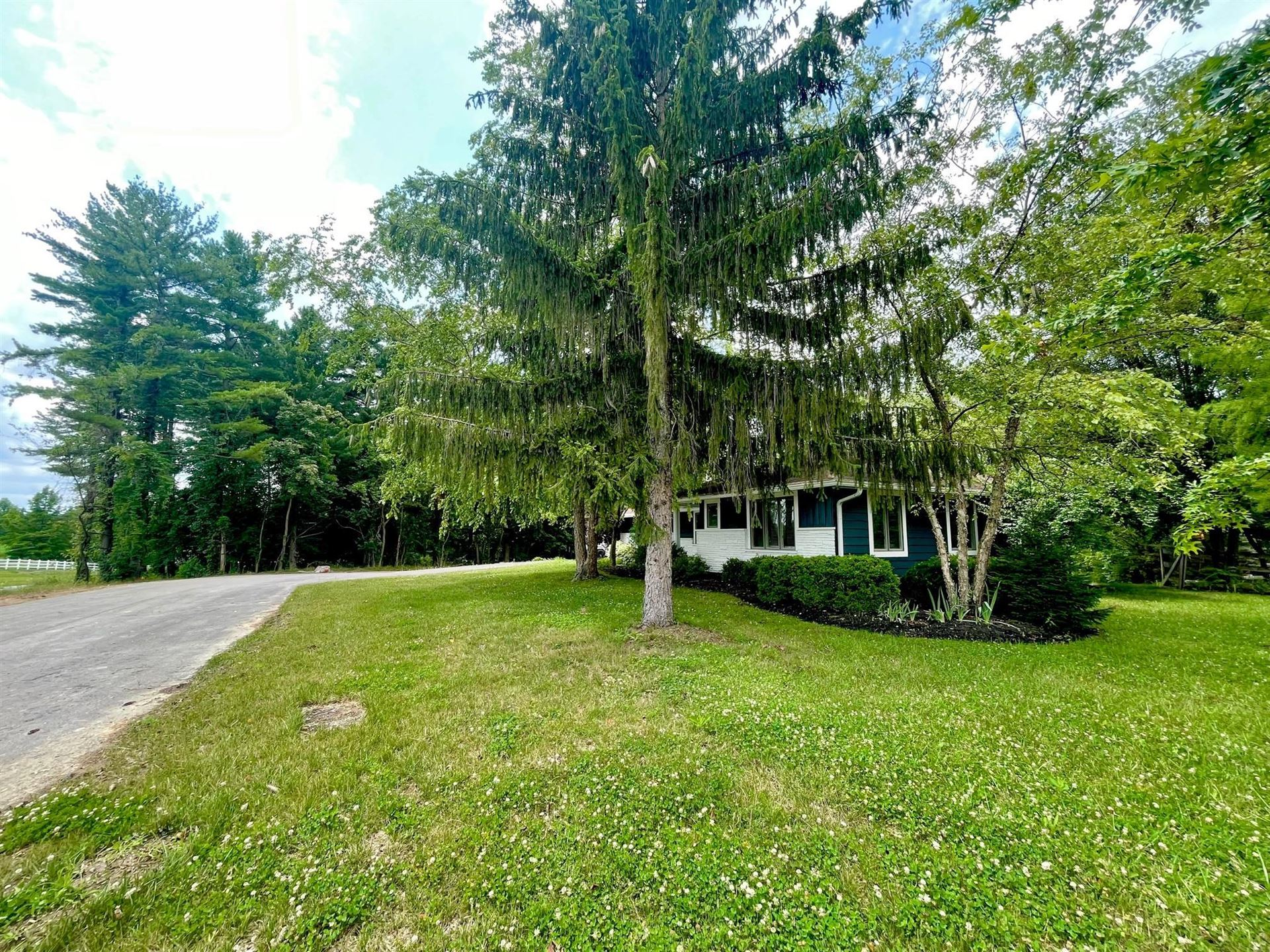 Photo of 6924 Worthington Road, Westerville, OH 43082 (MLS # 221021929)