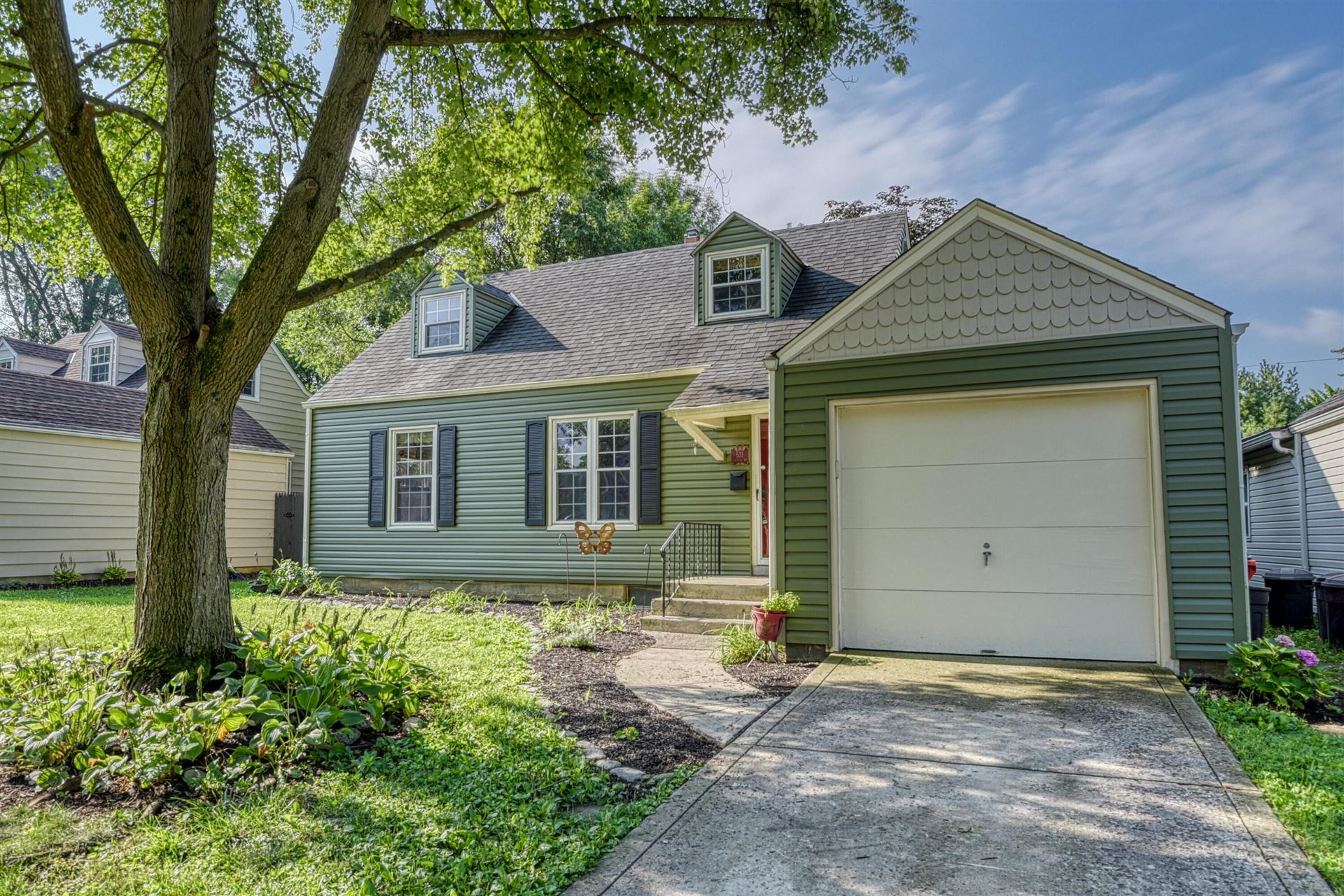 Photo of 531 Colonial Avenue, Worthington, OH 43085 (MLS # 221025933)