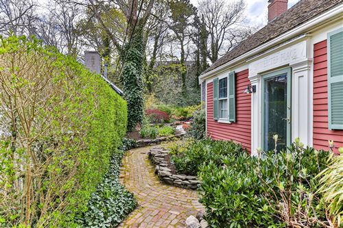 Photo of 6 Webster Place, Provincetown, MA 02657 (MLS # 22003008)