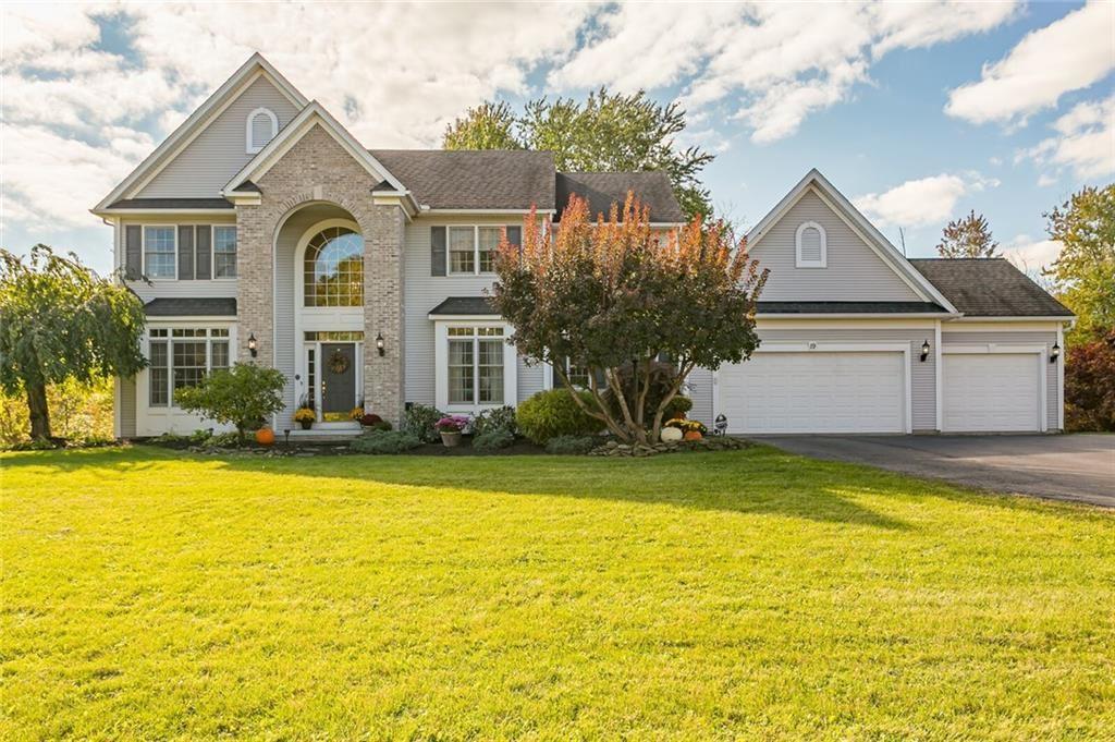 19 Royale Drive, Fairport, NY 14450 - MLS#: R1372236