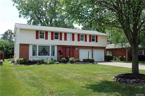 Photo of 118 Wiltshire Road, Williamsville, NY 14221 (MLS # B1246271)