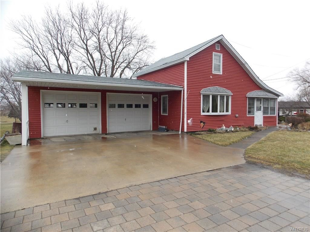 Photo for 4009 Lower Mountain Road, Lockport, NY 14094 (MLS # B1255358)