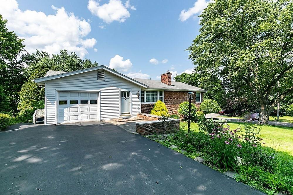 149 Robbins Lane, Syracuse, NY 13214 - MLS#: S1352512